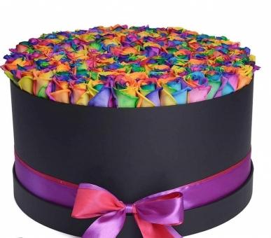 siyah kutuda renkli güller