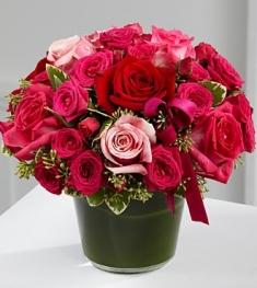 cam vazoda kırmızı ve pembe güller