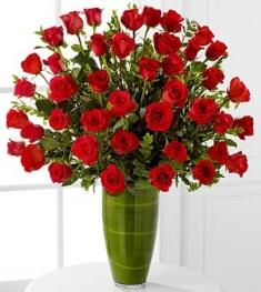 muhteşem ithal 51 adet kırmızı güllerden cam vazo tasarımı