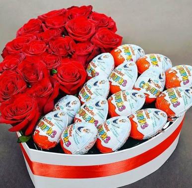 kalp kutuda güller ve sürpriz çikolatalar