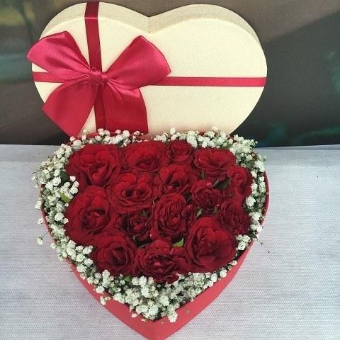 Kalp kutuda Kırmızı Güller
