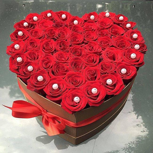 kalp kutuda ithal kırmızı güller
