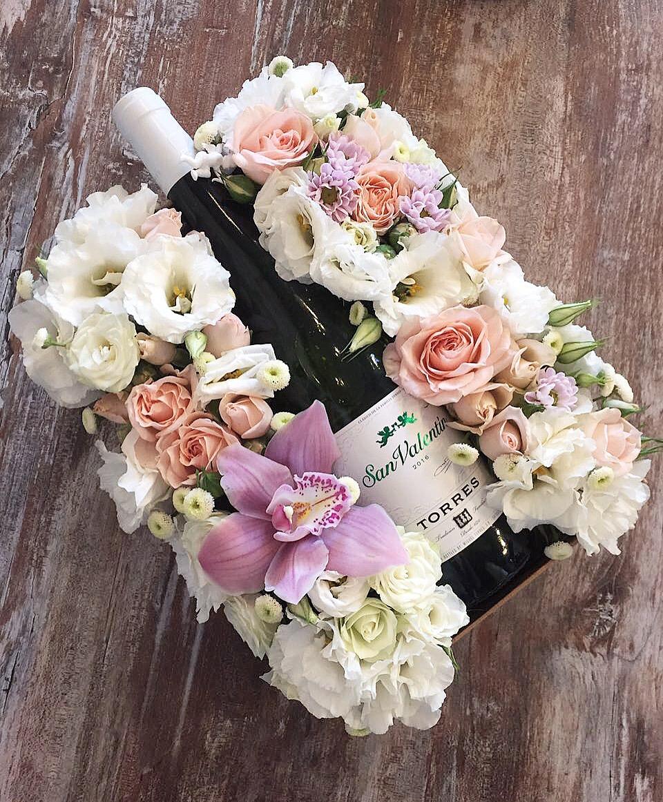 kutuda özel mevsim çiçekleri şarap eşliğinde