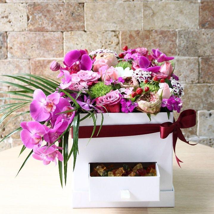 özel tasarım kutu orkide güller ve makaronlar