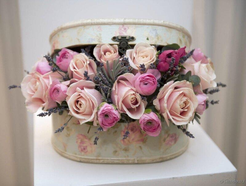 özel kutuda somon ve pembe güller