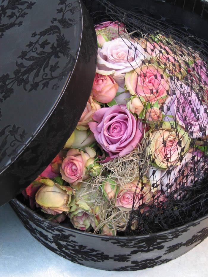 siyah kutuda vip tasarım güller