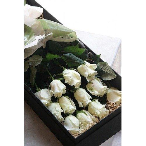 uzun kutuda ithal beyaz güller